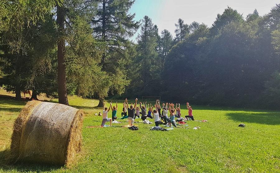 Yoga e pic-nic a Malga Cimana